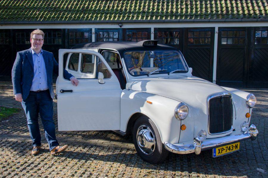 Erik Lohuis bij de Engelse Taxi