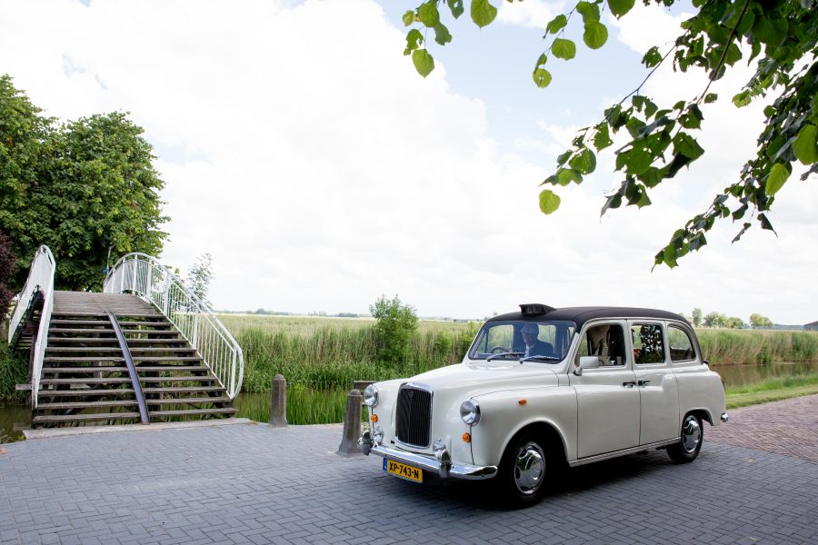 Onze witte Engelse Taxi